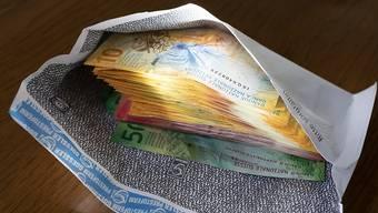 Im Briefkasten landeten mehrere Umschläge mit Bargeld. (Symbolbild)