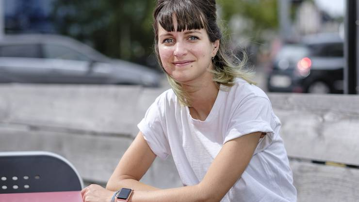 Jill Zeugin von der Suchthilfe testet Drogen für Partygänger.