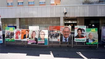 In nur vier Tagen entstand etwa hier in Birsfelden ein Schilderwald aus Wahlplakaten. Kenneth Nars