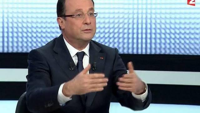 Frankreichs Präsident François Hollande gestikuliert während dem TV-Interview