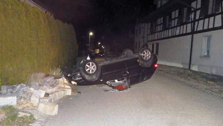 Ein spektakulärer Selbstunfall forderte im thurgauischen Pfyn zwei Leichtverletzte.