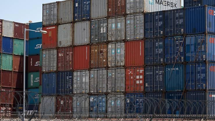 Die Ökonomen des Bundes haben ihre Prognose für das Schweizer Wirtschaftswachstum im laufenden Jahr minimal von 1,1 auf 1,2 Prozent erhöht, obwohl die Exporte gebremst werden. (Archiv)