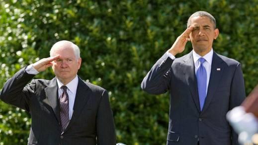 Gates und Obama bei Gates' Verabschiedung (Archiv)