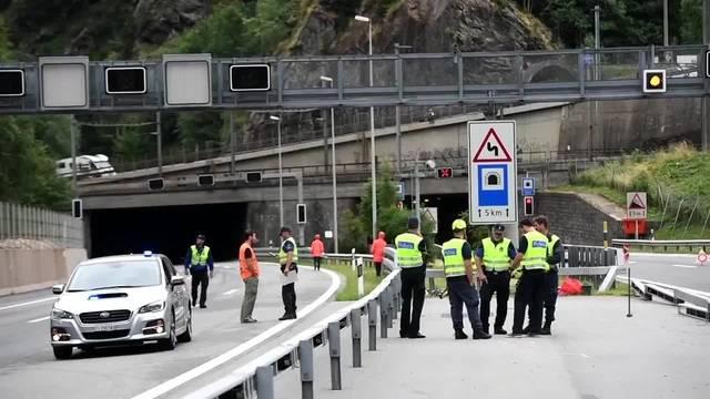Feuerwehreinsatz wegen Lastwagenbrand in Tunnel