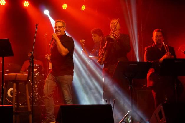 Den Song  Hot little Mama widmete die Band der Zuschauerin Martha Luzia die am Samstag Geburtstag hatte, wie ihre Kollegin der Band verriet.