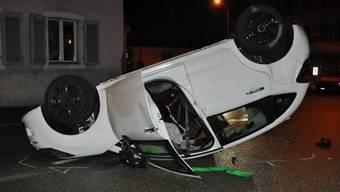 Am Wochenende fuhr ein Autolenker mit dem Auto in die Hausmauer des Lokals. Wie durch ein Wunder gab es keine Schwerverletzten.