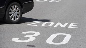Der Kanton hat in einen Versuchsbetrieb mit Tempo 30 auf der Lüterkofenstrasse eingewilligt. (Symbolbild)