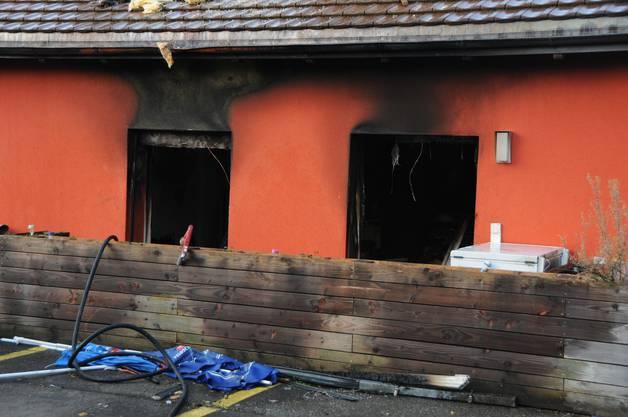 Der Sachschaden kann wenige Stunden nach dem Brand noch nicht beziffert werden.