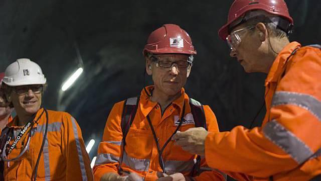 Ingenieure bei einer Sicherheitsprüfung im Gotthard-Tunnel (Archiv)