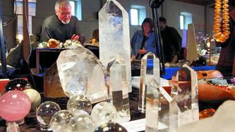 Klar wie Kristall: Steine in allen Farben und Formen wurden an der Mineralienbörse feilgeboten. (Bild: Hanspeter Bärtschi)