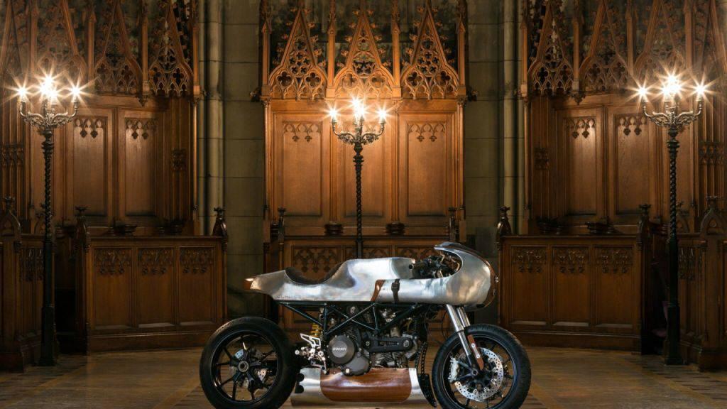 Auch das ist Kunsthandwerk: Eine eigens für die erste Ausgabe der Basler Kunsthandwerksmesse TRESOR umgebaute Ducati.