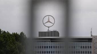 Anleger haben gegen den Autobauer Daimler Schadenersatzklagen im Zusammenhang mit möglichem Dieselabgasbetrug der Marke Mercedes eingereicht. (Archiv)