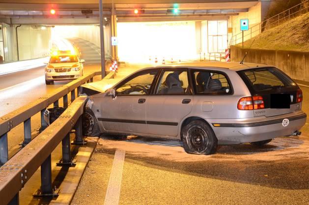Das Unfallfahrzeug war nicht mehr manövrierfähig und musste abgeschleppt werden.