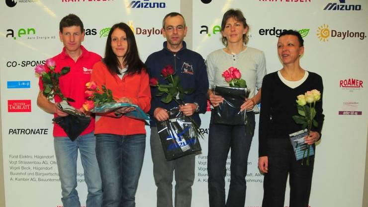 2009 gewinnt Gisela Schneeberger (Zweite von rechts) die Gesamtwertung der Jura Top Tour.