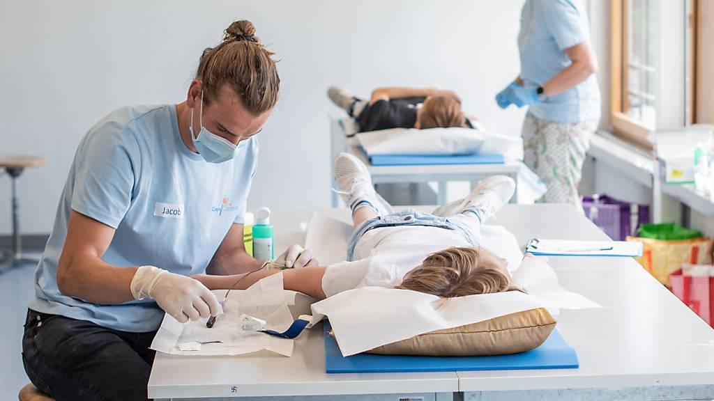 Für die Studie haben sich rund 2500 Schülerinnen und Schüler freiwillig Blut abnehmen lassen.