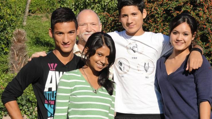 Mehak Philip (vorne), umgeben von Samuel, Martin, Esra und Kezia Bebi (von links).  mf