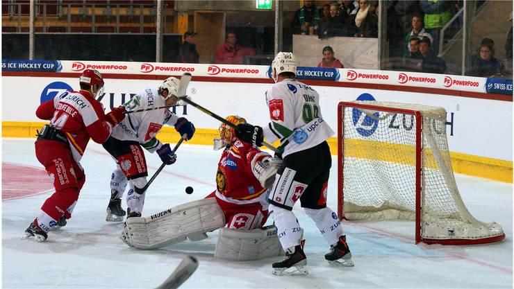 Spielverderber: Langnau-Goalie Ciaccio.