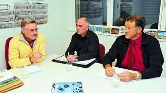 Visionäres Projekt: Thomas Rufener (rechts) und Marc Howald (Mitte) lassen sich von René Strickler über das geplante Projekt Dschungelwelt informieren. (Bild: Oliver Menge)
