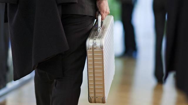 17 Prozent der befragten Schweizer Manager würden in einer Notlage des Unternehmens versuchen, mit Zuwendungen einen Auftrag zu erhalten. (Symbolbild, Archiv)