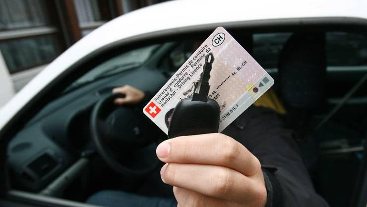 Der Angeklagte wollte den Ausweis aus seinem Heimatland gegen einen schweizerischen Führerausweis umtauschen. (Symbolbild)