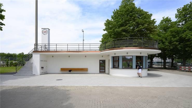 Aller banale Ballast ist weg: Die Betriebszentrale der Sportanlagen St.Jakob wurde denkmalpflegerisch erneuert. Foto Kenneth Nars