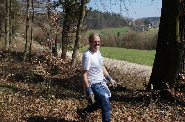 Gemeinderat Marcel Balmer war auch beim Holzsammeln.