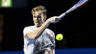 Der Russe Daniel Medwedew fordert in Basel am späten Samstagnachmittag Roger Federer
