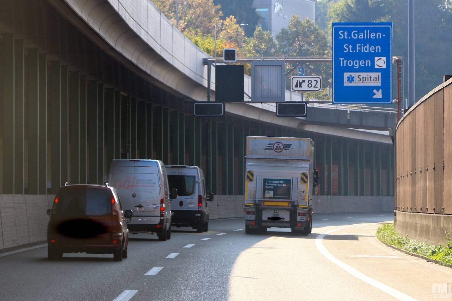 Bis Ende Jahr darf Nez Rouge Schweizweit auf der Autonahn auf seine Dienste hinweisen. FM1Today/Raphael Rohner