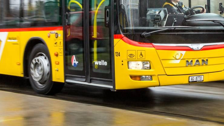 Wohin des Weges? Ein Postauto-Fahrer weiss in Mellingen plötzlich nicht mehr weiter. (Themenbild)