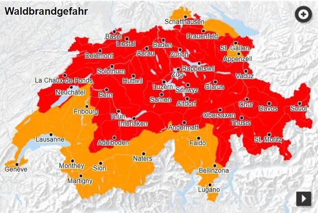In den meisten Kantonen der Schweiz gilt aktuell grosse Waldbrandgefahr.