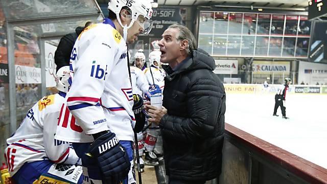 Klotens Coach Hollenstein im Gespräch mit Spieler Schelling