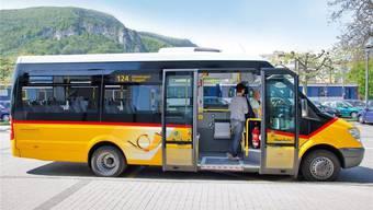 Dieses Postauto fährt künftig am Wochenende auch auf den Roggen.