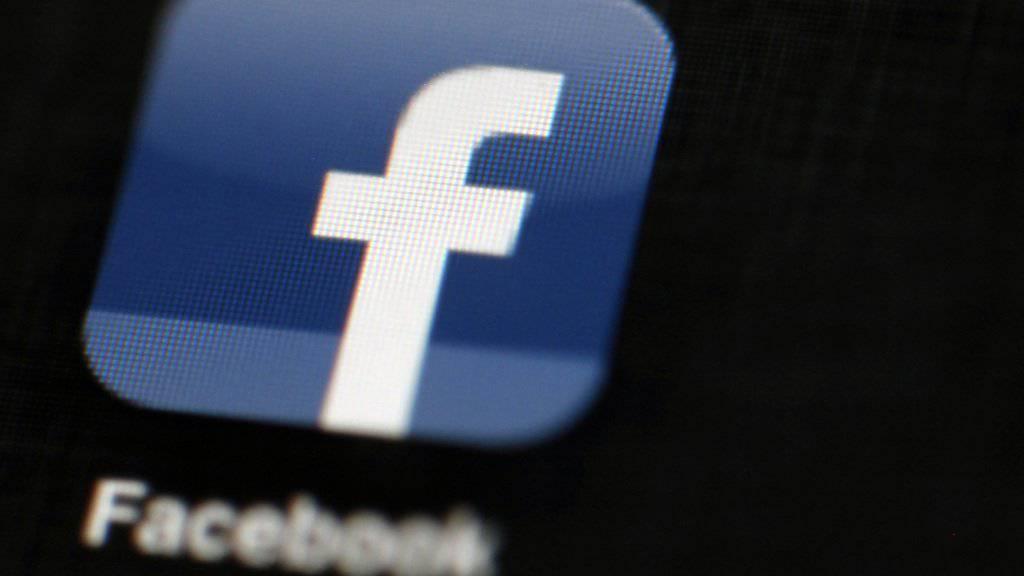 Einfluss auf den Wahlkampf in den USA via Facebook: Russische Drahtzieher soll auf der Social-Media-Plattform zu einer realen Demonstration gegen Flüchtlinge und Muslime aufgerufen haben. (Symbolbild)