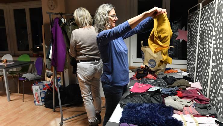 Wintermäntel, warme Pullover und dazu passende Accessoires wurden am Donnerstagabend in Trimbach getauscht.