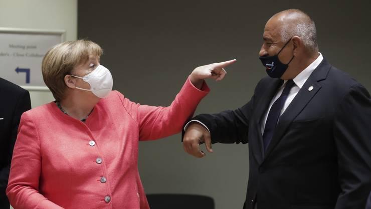 Bitte einmal zurechtrücken, der Herr: Angela Merkel war beim Gipfe der EU-Staats- und Regierungschefs sichtlich unzufrieden mit der Art und Weise, wie Bulgariens Premier Boyko Borissov seine Maske trug.