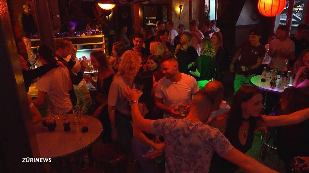 Partylaune lässt die Corona-Angst verfliegen