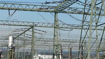Nicht nur das eidgenössische Übertragungsnetz auch die Freiluftschaltanlage stehen neu unter der Verantwortung der Swissgrid.