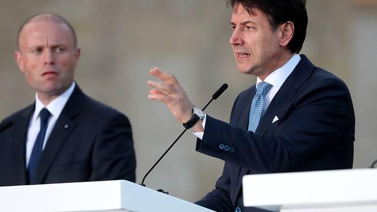 Italiens Regierungschef Giuseppe Conte spricht am Gipfel der Südeuropäischen Staaten in Valletta auf Malta.