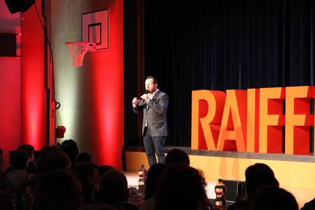 Ein Unterhaltungsprogramm rundete die Jubiläums-GV der Raiffeisenbank Rohrdorferberg-Fislisbach ab. Auch Komiker und Moderator Claudio Zuccolini war anwesend.