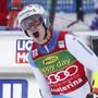 Marco Odermatt jubelt nach seinem deutlichen Sieg.