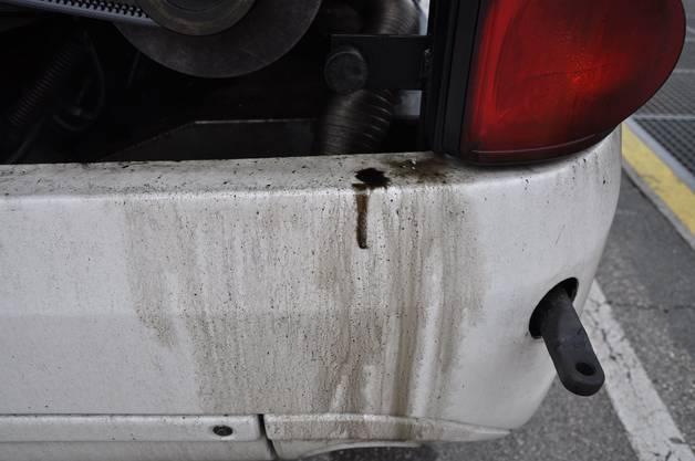 Der Car hatte massive technische Mängel und verlor Öl. Er durfte nicht mehr weiterfahren.