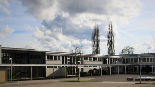 Düstere Wolken über der Schule in Aarburg ziehen auf. Die Schulpflege schweigt zu den Vorwürfen.