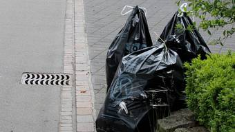 Noch ohne Gebührenmarke: Abfallsäcke in Oberentfelden. fab