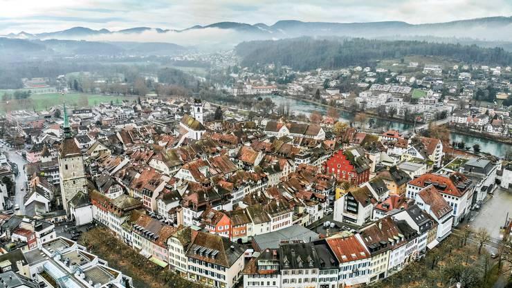 In welchen Bereichen ist die Kleinstadt Aarau mit der Grossstadt Zürich vergleichbar?