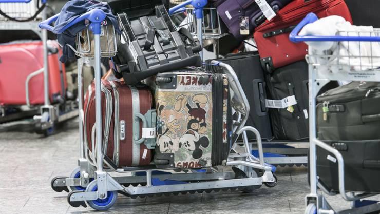 Laptops und Smartphones dürfen ab April nicht mehr in den Reisekoffer - wegen Brandgefahr.