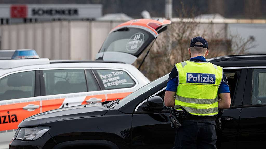 In Grancia TI bei Lugano ist es am späten Freitagabend zu einem tragischen Unfall gekommen. Ein 17-jähriges Mädchen kam dabei ums Leben. Die Tessiner Kantonspolizei hat Ermittlungen aufgenommen. (Symbolbild)