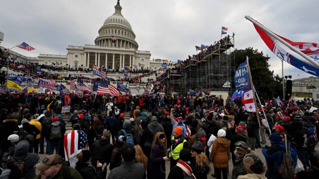 ARCHIV - Anhänger von US-Präsident Donald Trump stürmten im Januar das US-Kapitol. Foto: Essdras M. Suarez/ZUMA Wire/dpa