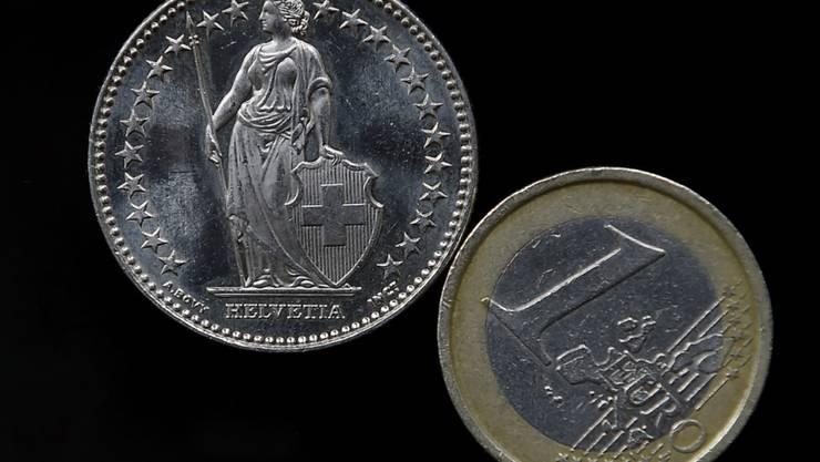Der Euro ist gegenüber dem Franken auf den tiefsten Stand seit Sommer 2015 gefallen. (Symbolbild)