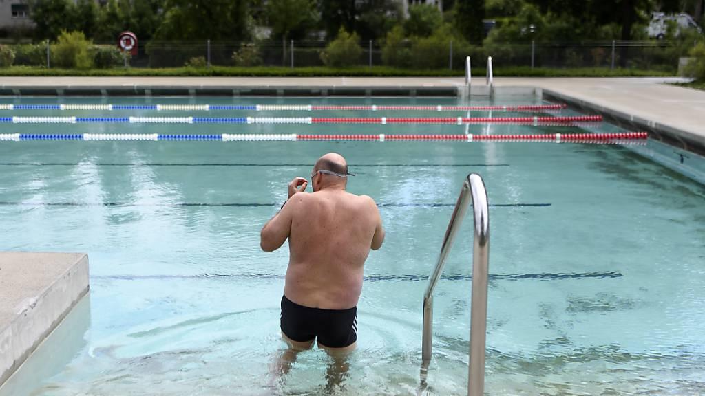 In Pruntrut steht das Schwimmbad wegen der Coronavirus-Pandemie nur noch Einheimischen offen. (Symbolbild)