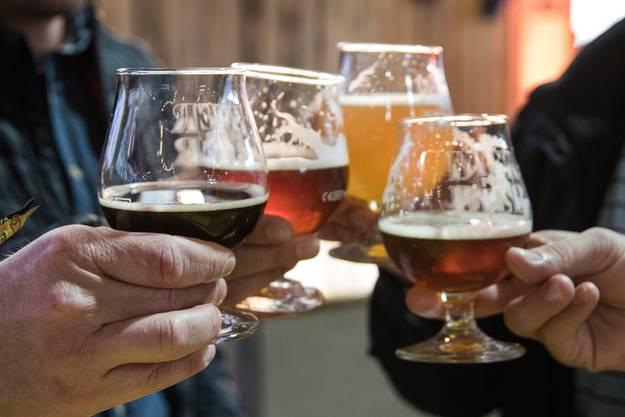 Männer können Alkohol besser aufnehmen als Frauen.